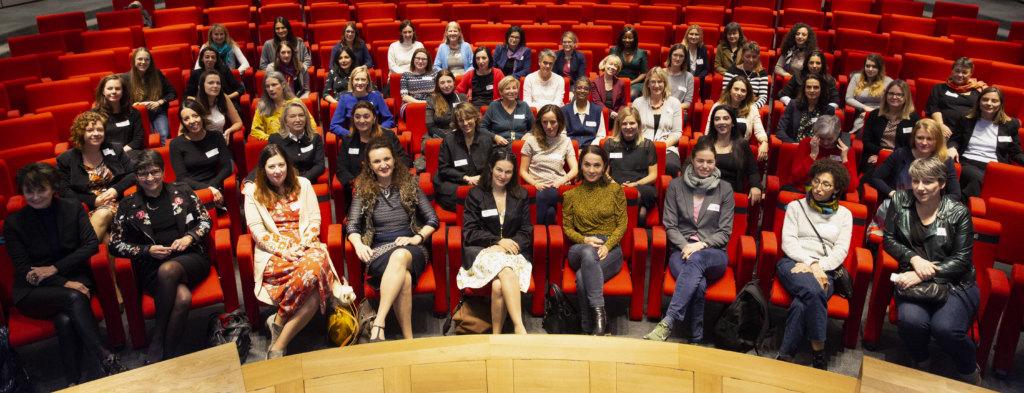 <p>100 femmes et des milliers d'autres, une publication, des vidéos et de nombreux événements.</p>